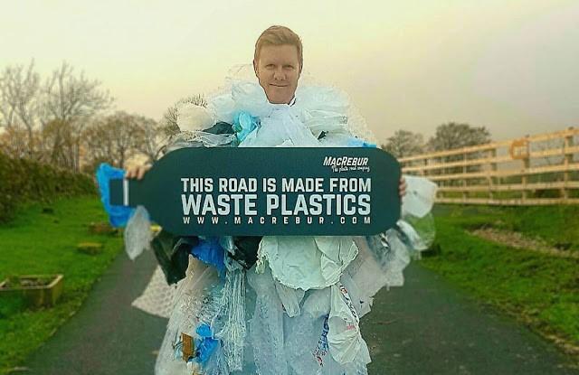 Engenheiro britânico usa plástico reciclado para criar asfalto 60% mais resistente